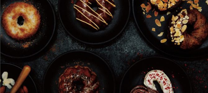 【必吃甜点】Mister Donut与甜点名厨鎧塚俊彦合作,推出期间限定巧克力系列甜甜圈